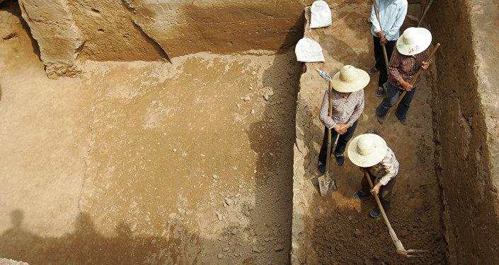 中国挖掘出一座有金字塔和祭祀痕迹的古城