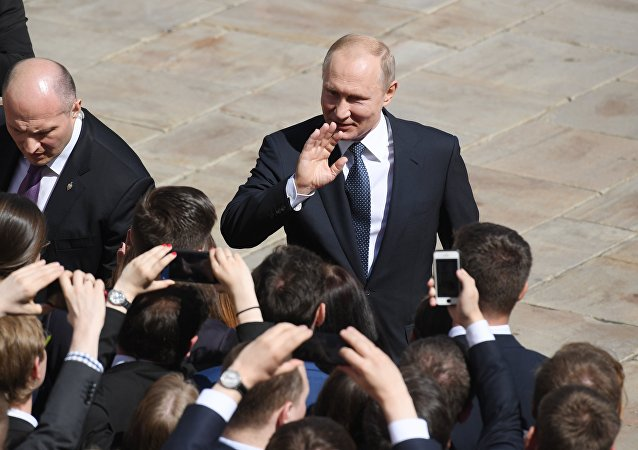 俄总统新闻秘书透露普京喜欢的歌