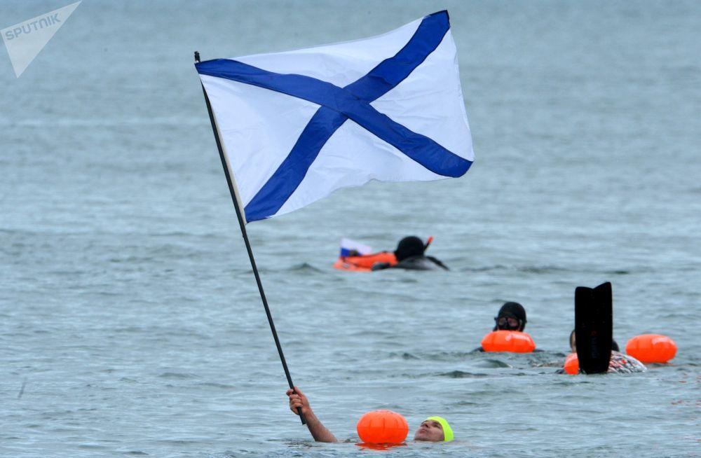 50多名俄中运动员参加在符拉迪沃斯托克举行的国际游泳比赛