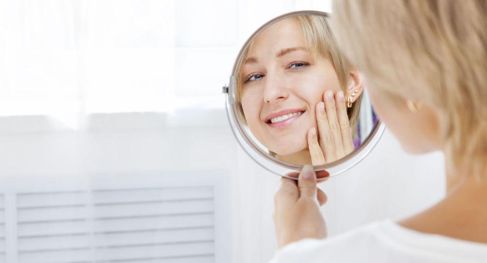 研究人员发现微笑会让人变老