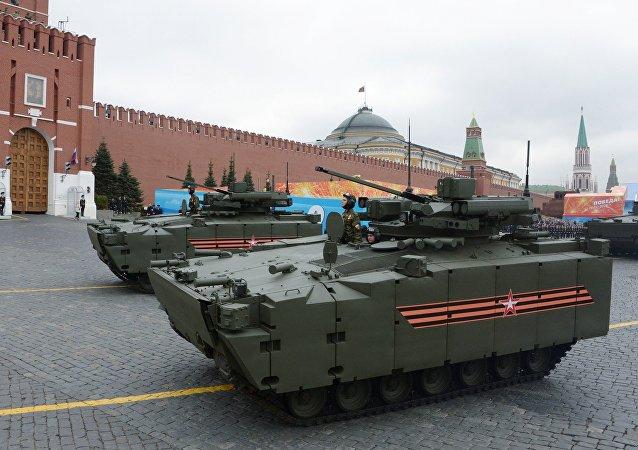 Боевые машины пехоты (БМП) на гусеничной платформе Курганец-25 на генеральной репетиции военного парада на Красной площади