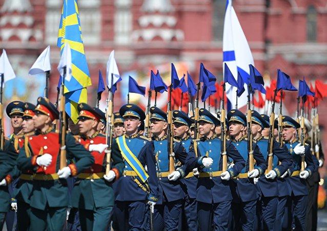 俄防长:俄军将在2019年举行1.8万多次演习和训练