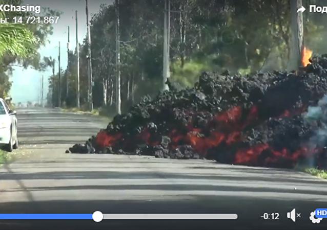 汽車被熔岩吞沒的視頻在網上曝光