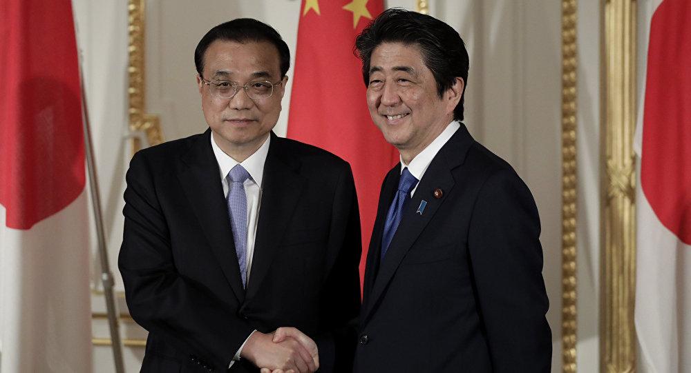 中国国务院总理李克与日本首相安倍晋三