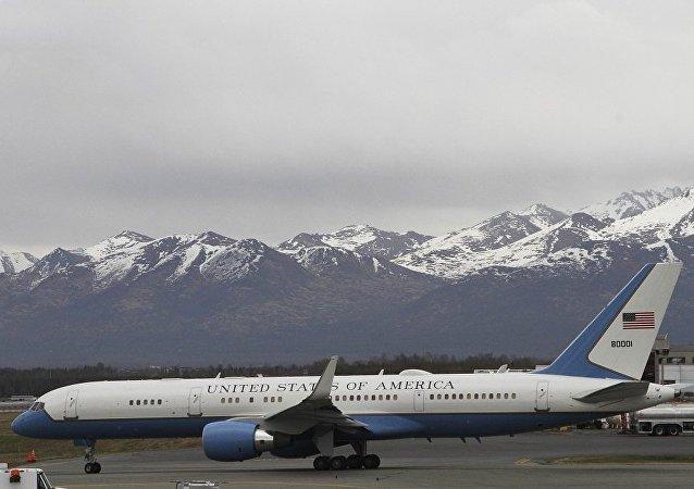 载有美国国务卿蓬佩奥的客机