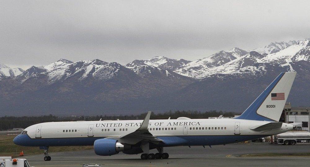 載有美國國務卿蓬佩奧的客機