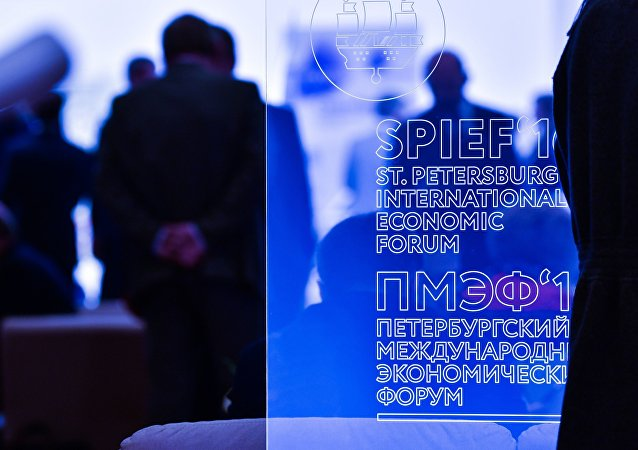 中方正在积极研究派高级代表团出席2018圣彼得堡国际经济论坛