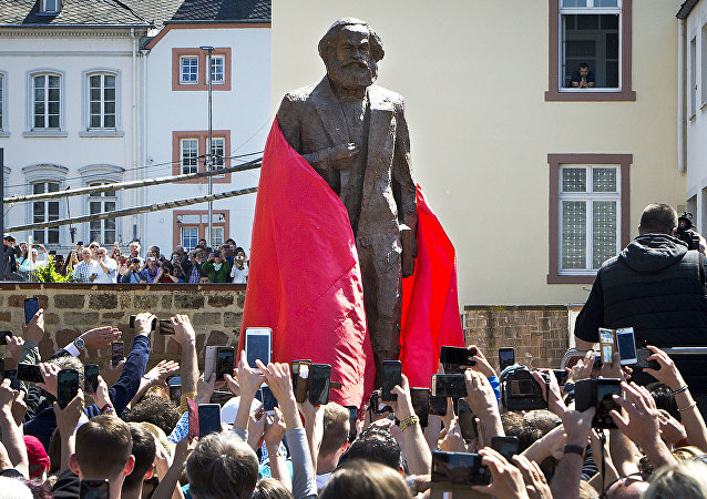 外媒:中国向德国赠送马克思雕像