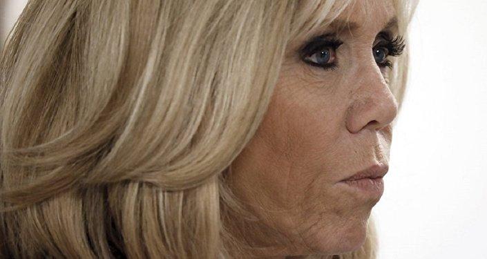 法國第一夫人因化妝品公司在抗衰老霜廣告中使用自己的形象而將其告上法庭