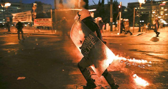 希腊雅典爆发无政府主义者与警察冲突