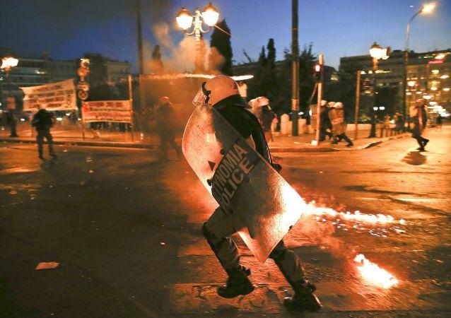 希臘雅典爆發無政府主義者與警察衝突