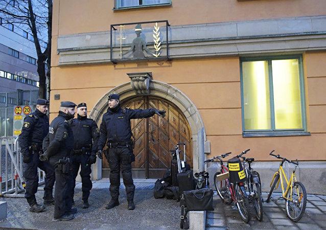 警方在斯德哥爾摩機場拘留涉嫌向瑞典部長寄恐嚇信的男子