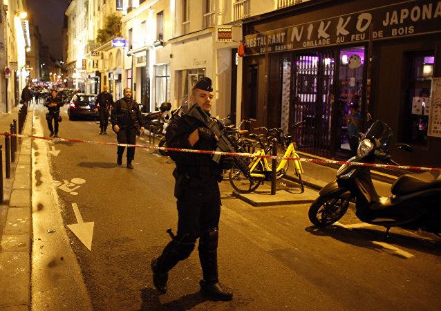 法国特工部门不了解在巴黎袭击行人的男子