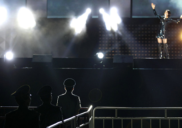 在中國的一場表演上,坍塌的舞台殺死了一名樂手