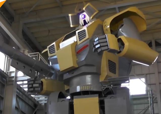 日本工程師建了一個8.5米高的機器人