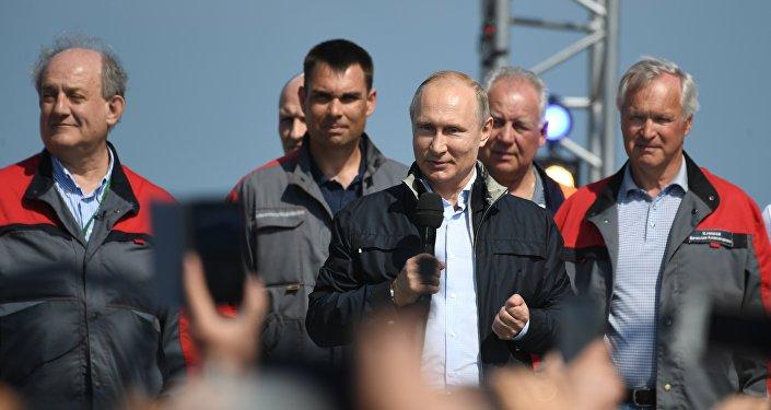 Президент РФ Владимир Путин выступает на митинге-концерте по случаю открытия автодорожной части Крымского моста
