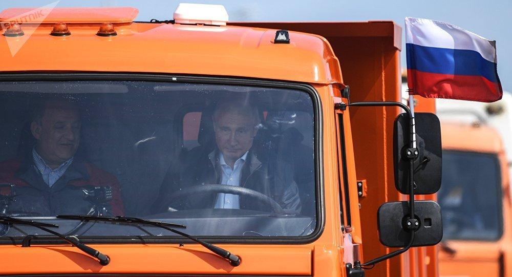 普京出席跨刻赤海峡大桥公路部分通车仪式