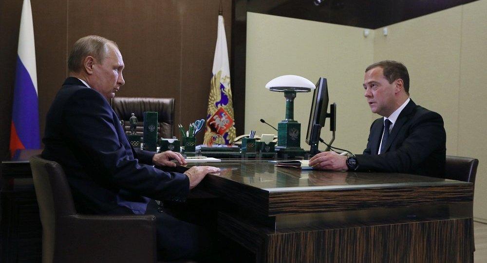 梅德韦杰夫向普京提交政府机构改组方案
