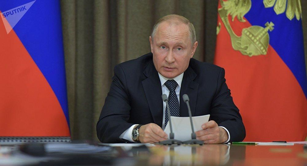 普京签署了关于新政府机构的命令
