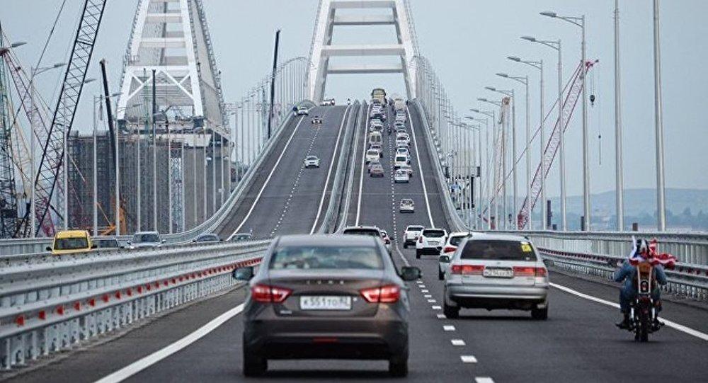 俄克里米亞大橋通車一小時逾千車輛駛過