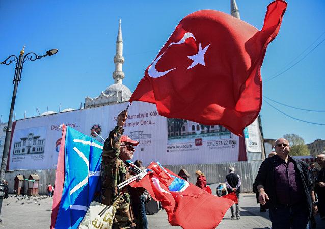 媒体:土耳其总统选举有人投票支持普京