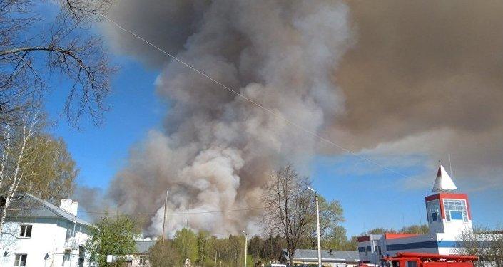 俄乌德穆尔特某军火库旧址发生弹药爆炸 正在疏散2千村民