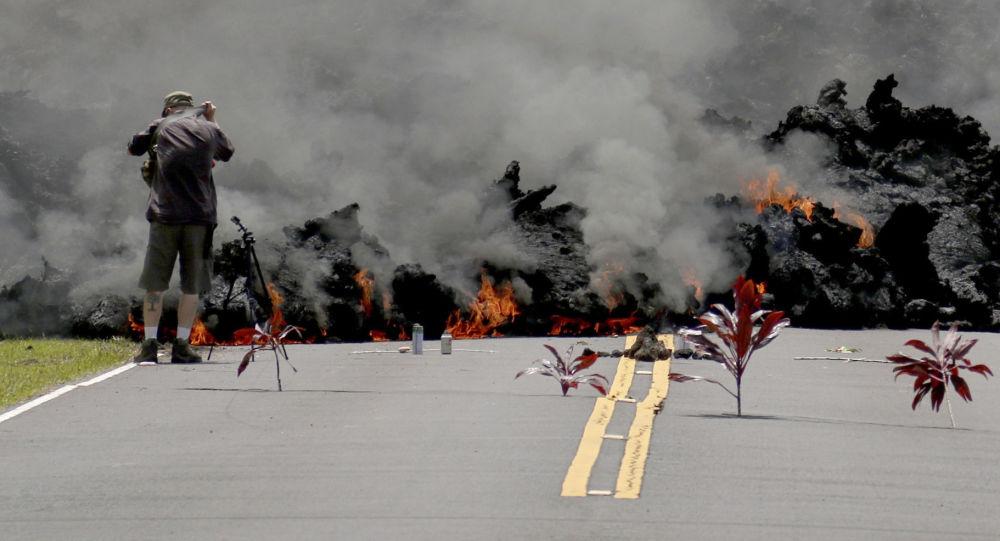 特朗普下令對遭火山噴發侵襲的夏威夷州提供聯邦援助