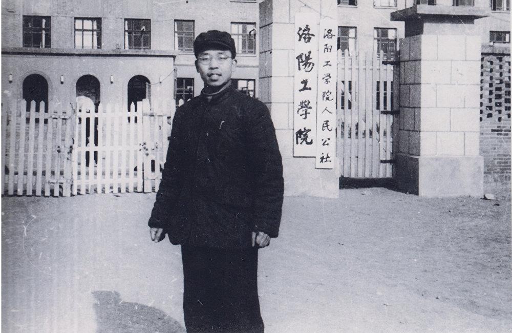 青年時代的韓存禮在洛陽工學院