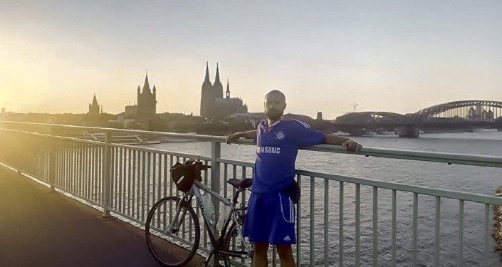 去年他就已經這樣前往土耳其在歐洲籃球錦標賽上支持塞爾維亞國家隊。
