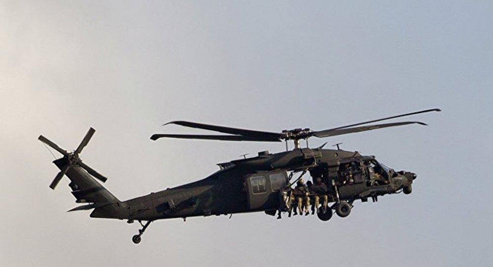 美軍用直升機所載彈藥箱砸中學校屋頂
