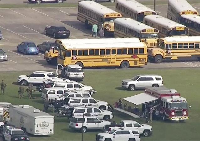美国德克萨斯州发生的校园枪击案造成10人死亡