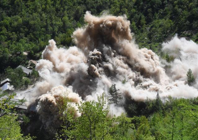 栗战书: 中方鼓励朝鲜沿着无核化的方向继续前行
