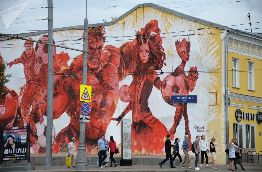 莫斯科泽姆列沃依瓦尔街居民楼墙壁上的2018年世界杯主题涂鸦画