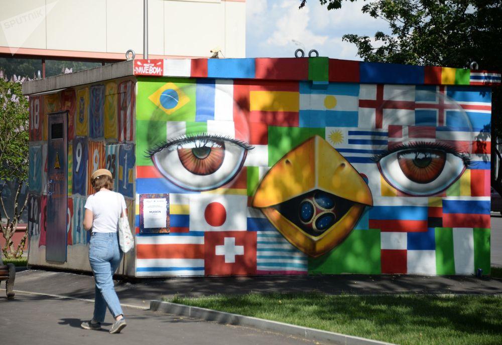 莫斯科变电室墙壁上的2018年世界杯主题涂鸦画
