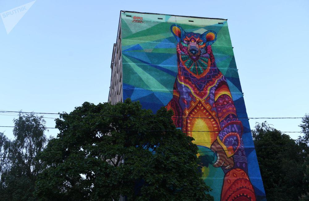 莫斯科工会大街87/49号别利亚耶沃地铁站附近一栋九层高的居民楼墙壁上30米高的涂鸦画,由墨西哥艺术家Farid Rueda为即将举办的世界杯创作。