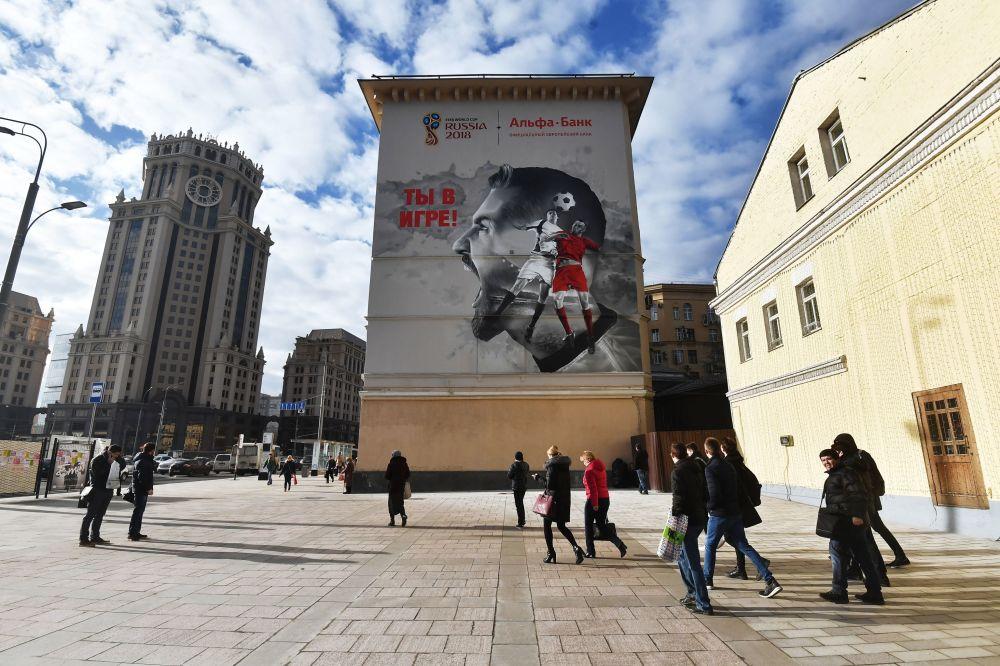 莫斯科居民楼墙壁上的2018年世界杯主题涂鸦画。