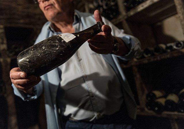 法国1774年葡萄酒拍出10.3万欧元高价
