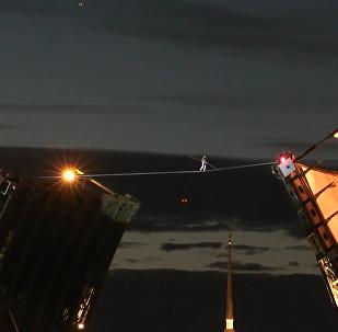 聖彼得堡斷橋上的走鋼絲表演
