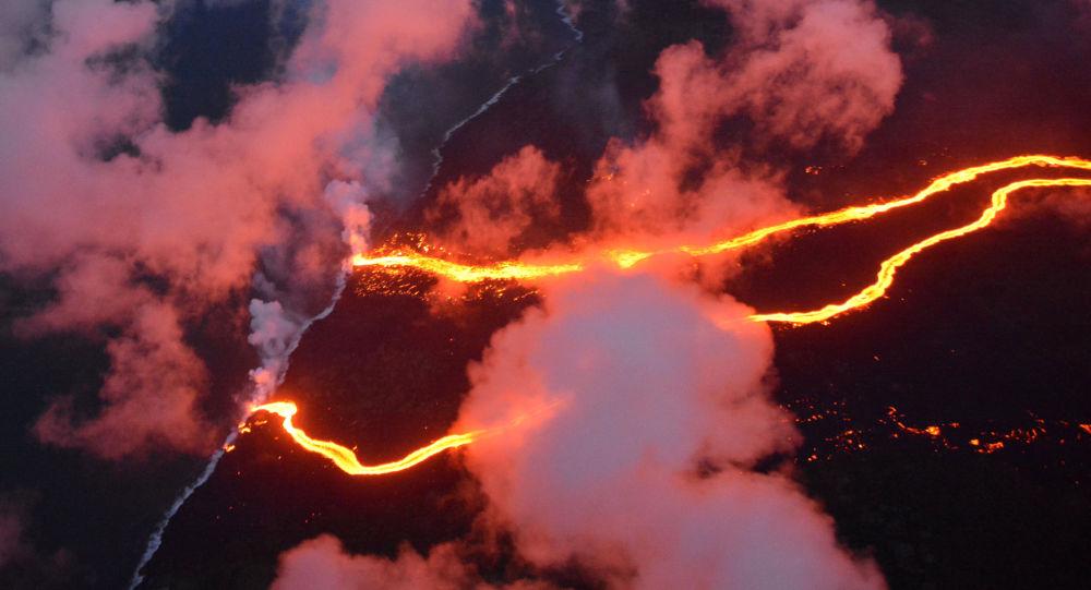 夏威夷當局因火山噴發宣佈居民必須撤離
