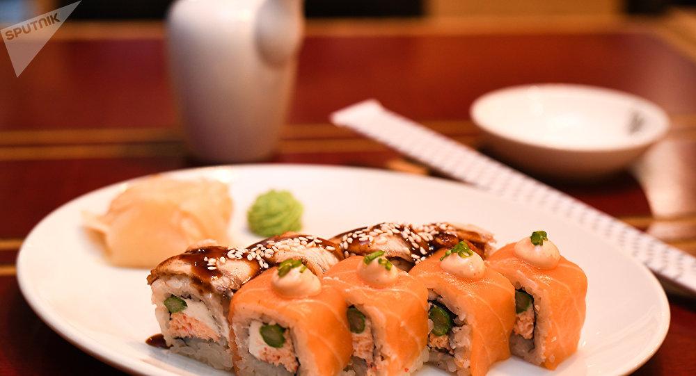 《麗絲》餐廳「三文魚和鰻魚壽司卷」