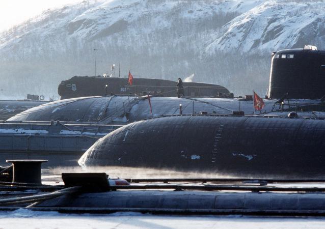 驻勘察加和滨海边疆区军人庆祝俄潜艇部队成立周年纪念日