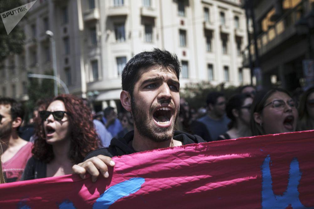 雅典市中心五一游行活动的参与者