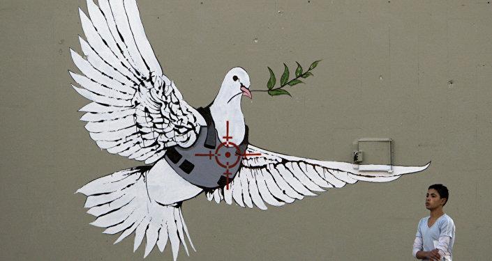 知名街頭藝術家班克斯在俄個人首展展品投保1000萬英鎊