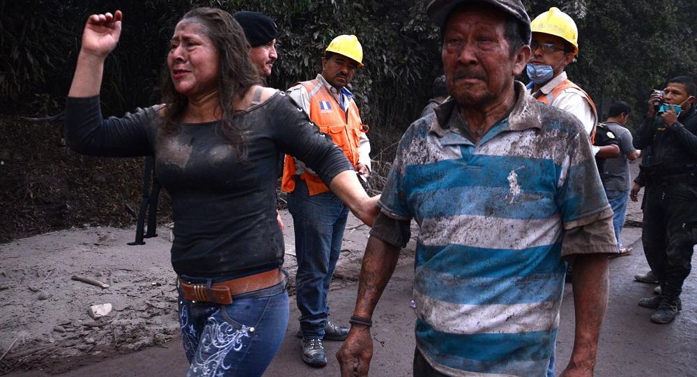 媒体:六名在危地马拉火山喷发中受伤儿童被送至美国接受治疗