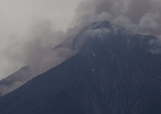 危地马拉富埃戈火山喷发开始趋于平静