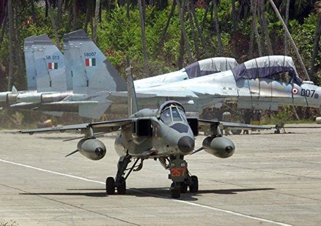 印度空軍一架殲擊轟炸機墜毀致飛行員遇難