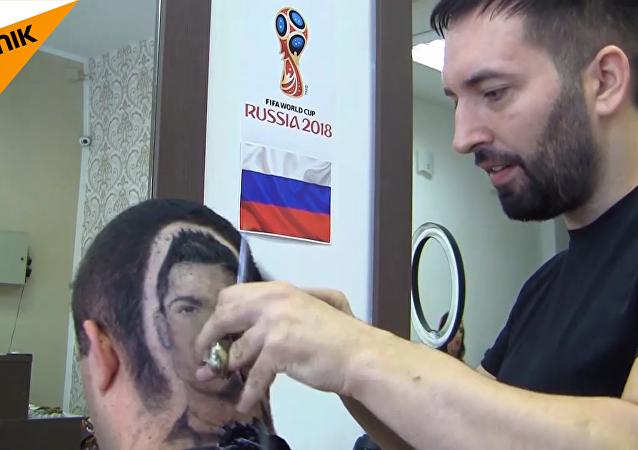 塞爾維亞理髮師在顧客頭上剃出C羅肖像