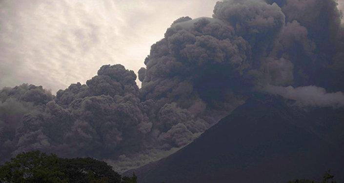 富埃戈火山喷发