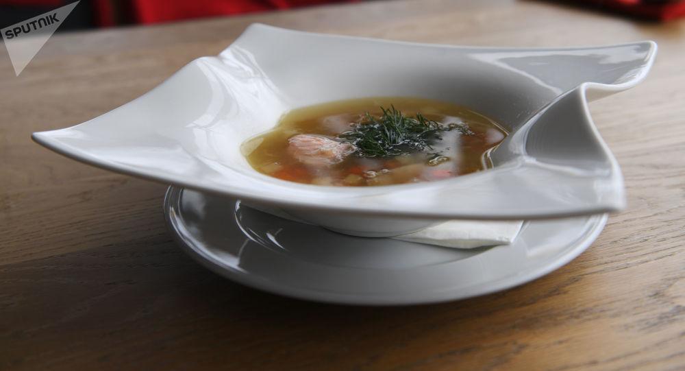 莫斯科沃罗涅日餐馆里的鱼汤。