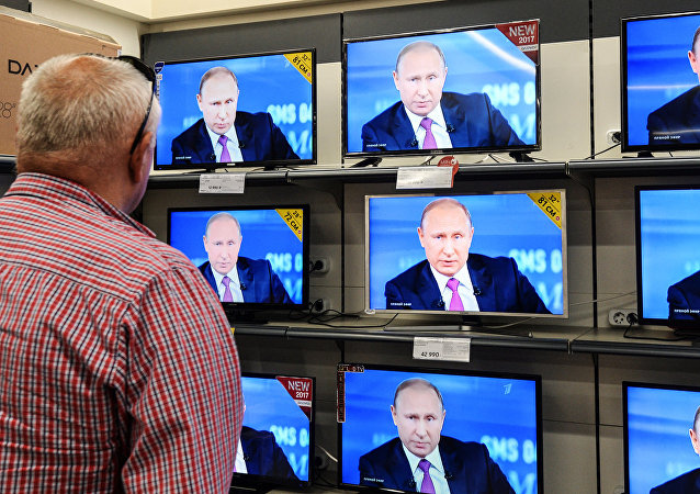 """调查:约580万俄罗斯人观看""""与普京直播连线"""""""